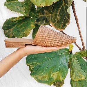 Shoes - 🆕️// The Clementine// Chestnut woven Mule/Flat